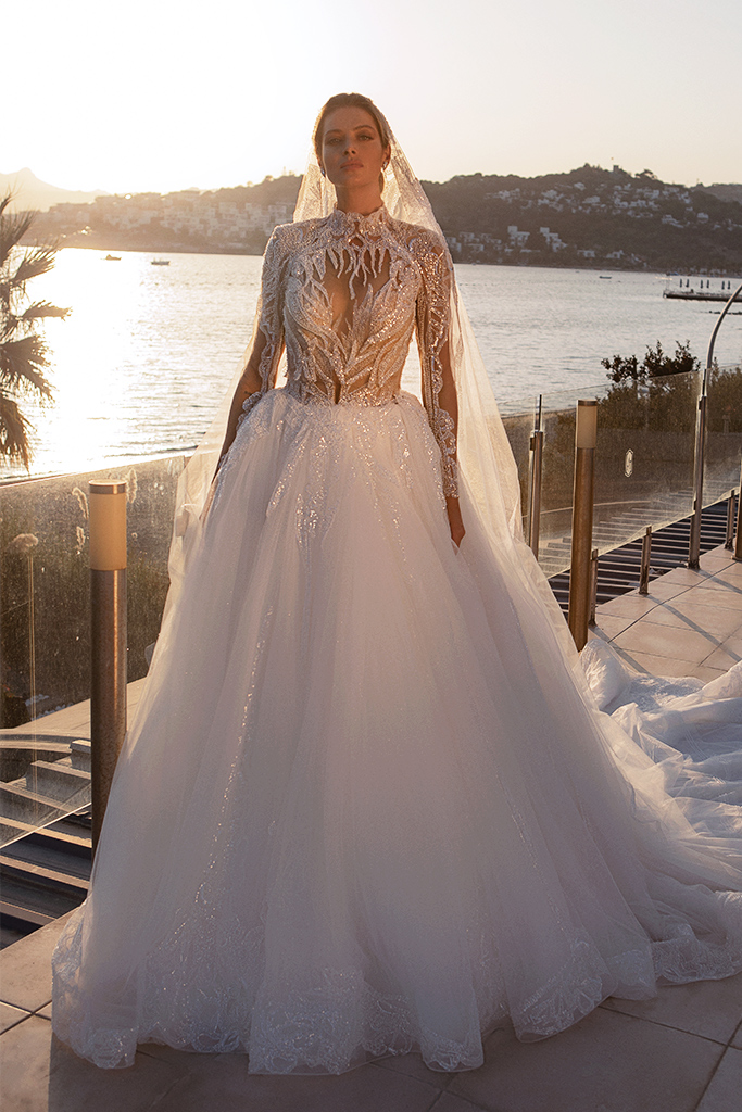 Wedding dresses Diva with cape Silhouette  Ball Gown  Color  Ivory  Neckline  Sweetheart  Sleeves  Sleeveless  Train  With train - foto 2
