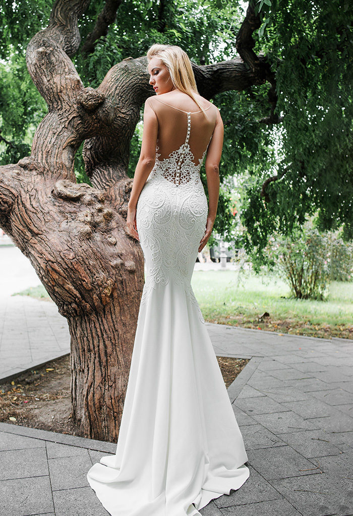 Wedding dresses Eridan Collection  Iconic Look  Silhouette  Fitted  Color  Ivory  Neckline  Sweetheart  Illusion  Sleeves  Sleeveless  Train  With train - foto 3