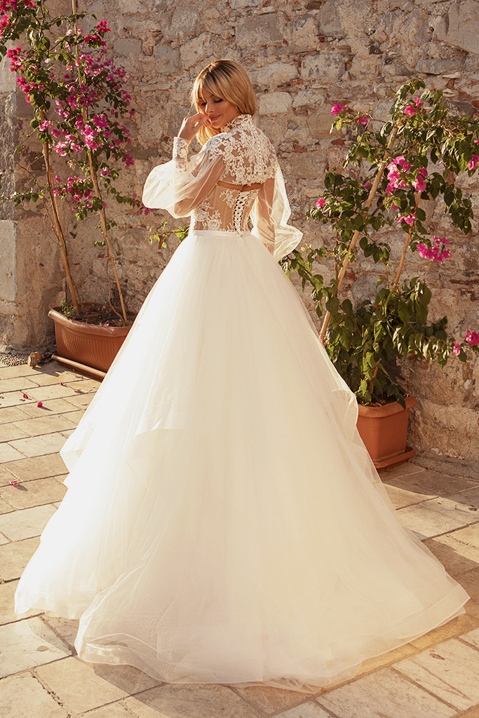 Wedding dresses Jardine with cape Silhouette  A Line  Color  Ivory-blush  Neckline  Sweetheart  Sleeves  Sleeveless  Train  Cape  With train - foto 2