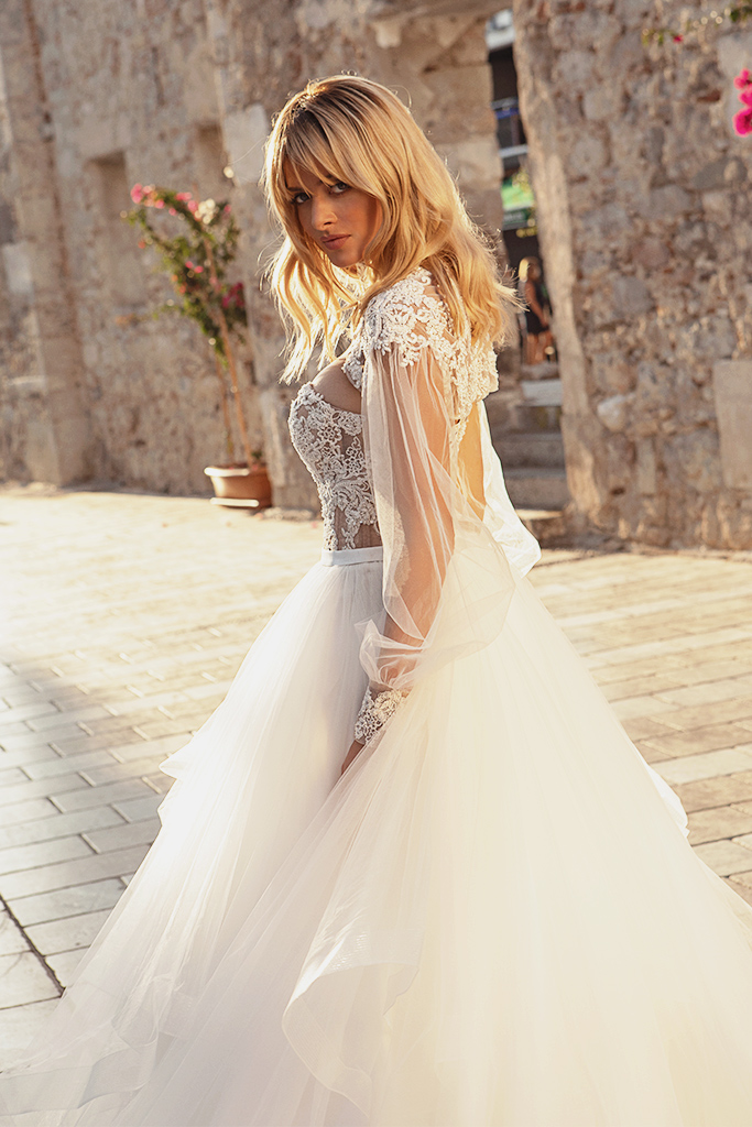Wedding dresses Jardine with cape Silhouette  A Line  Color  Ivory-blush  Neckline  Sweetheart  Sleeves  Sleeveless  Train  Cape  With train - foto 3