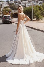 Wedding dresses Leona Silhouette  A Line  Color  Ivory-blush  Neckline  Sweetheart  Sleeves  Sleeveless  Train  With train - foto 4
