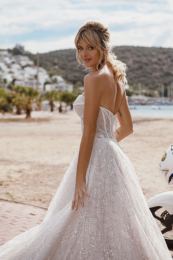 Wedding dresses Leona Silhouette  A Line  Color  Ivory-blush  Neckline  Sweetheart  Sleeves  Sleeveless  Train  With train - foto 3