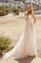 Wedding dresses Luciya Silhouette  A Line  Color  Ivory-blush  Neckline  Scoop  Sleeves  Sleeveless  Train  With train - foto 2