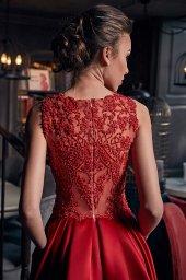 Sukienki Wieczorowe 1235 Sylwetka  Balowa suknia   Kolor  Red  Dekolt  Dekolt w łódkę  Rękawy  Szerokie ramiączka  Flex  Bez trenu - foto 3