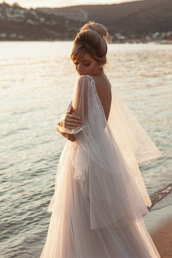 Wedding dresses Ramina Silhouette  A Line  Color  Ivory-blush  Neckline  Scoop  Sleeves  Detachable  Train  With train - foto 5