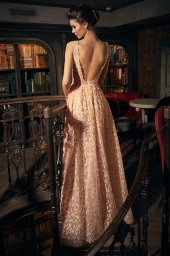 Sukienki Wieczorowe 1271 Sylwetka  Balowa suknia   Kolor  Brzoskiwiniowy  Dekolt  Prosty  Rękawy  Szerokie ramiączka  Flex  Bez trenu - foto 2