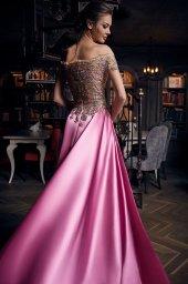 Sukienki Wieczorowe 1269 Sylwetka  Balowa suknia   Kolor  Różnokolorowy  Malinowy  Dekolt  Owalny  Rękawy  Opuszczony  Długi  Dopasowany  Flex  Z trenem - foto 2