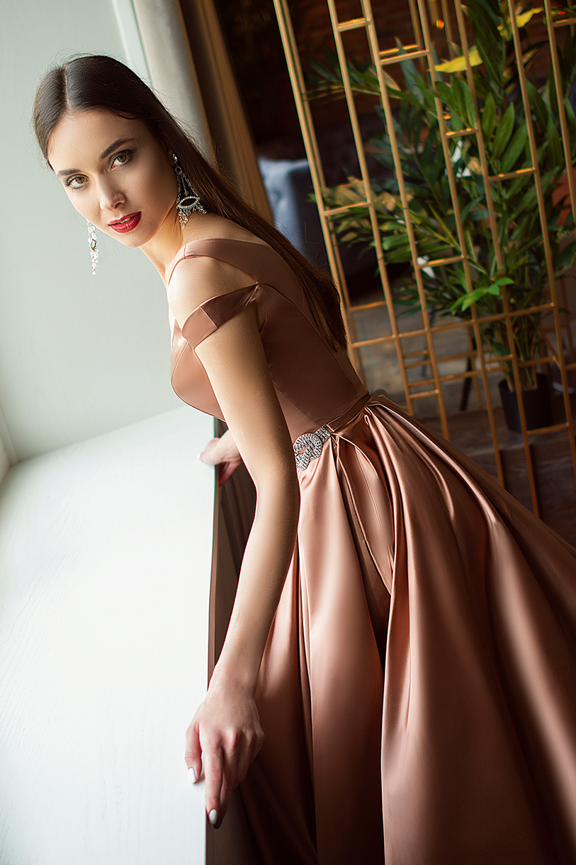 Evening Dresses 1415 Silhouette  A Line  Color  Nude  Neckline  Sweetheart  Sleeves  Wide straps  Train  With train - foto 2