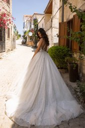 Wedding dresses Kerli Collection  Highlighted Glamour  Silhouette  A Line  Color  Silver  Ivory  Neckline  Sweetheart  Portrait (V-neck)  Illusion  Sleeves  Sleeveless  Train  No train - foto 3