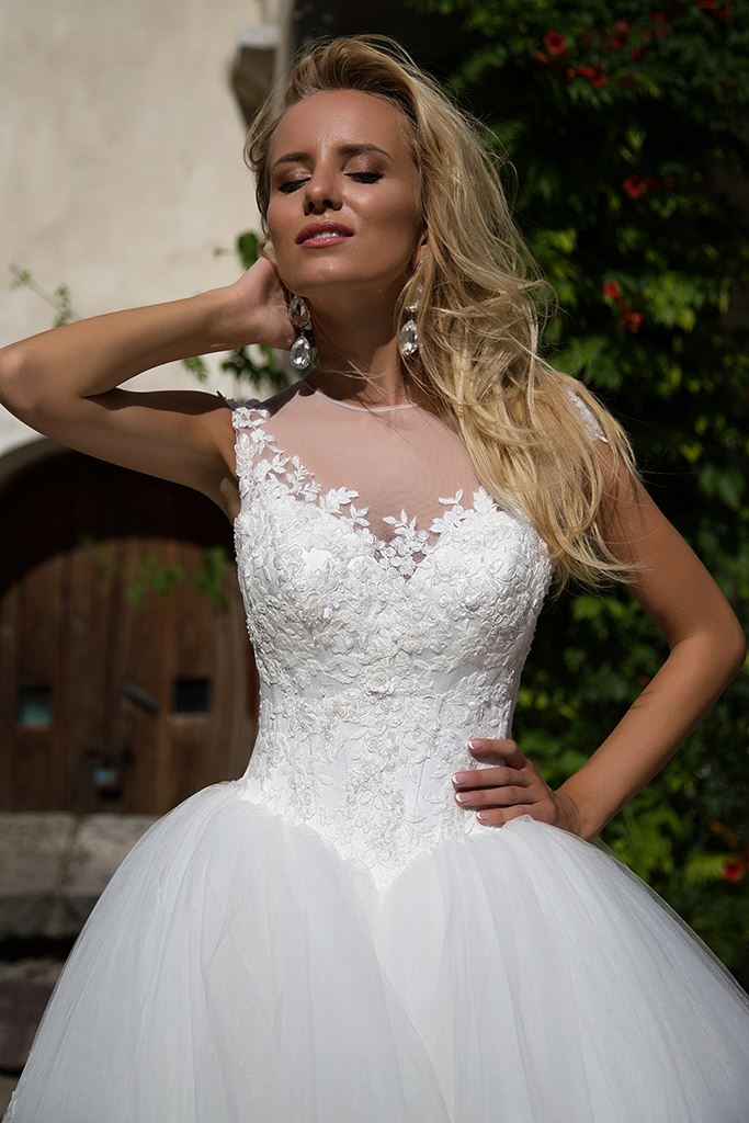 Wedding dresses Stella Collection  Iconic Look  Silhouette  Ball Gown  Color  Ivory  Neckline  Sweetheart  Illusion  Sleeves  Off the Shoulder Sleeves  Train  With train - foto 3