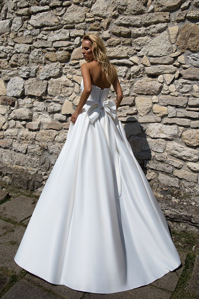 Wedding dresses Ria Collection  Supreme Classic  Silhouette  A Line  Color  Ivory  White  Neckline  Straight  Sleeves  Sleeveless  Train  No train - foto 3