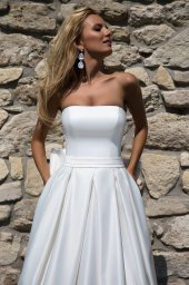 Wedding dresses Ria Collection  Supreme Classic  Silhouette  A Line  Color  Ivory  White  Neckline  Straight  Sleeves  Sleeveless  Train  No train - foto 2