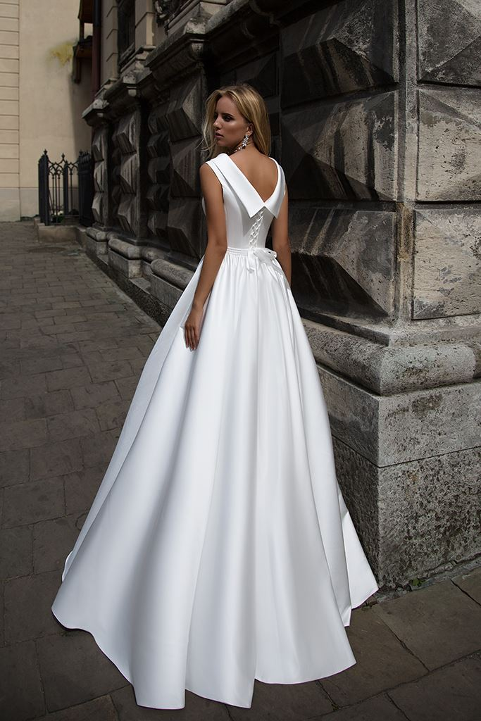 Wedding dresses Yvette Collection  Supreme Classic  Silhouette  A Line  Color  Ivory  White  Neckline  Bateau (Boat Neck)  Sleeves  Wide straps  Train  With train - foto 3