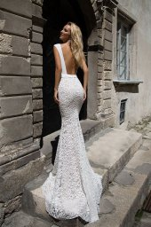 Wedding dresses Andrea Collection  Supreme Classic  Silhouette  Fitted  Color  Ivory  Neckline  Scoop  Sleeves  Wide straps  Train  With train - foto 2