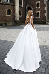 Wedding dresses Robin Collection  Supreme Classic  Silhouette  A Line  Color  Cappuccino  Neckline  Straight  Sleeves  Wide straps  Train  With train - foto 3