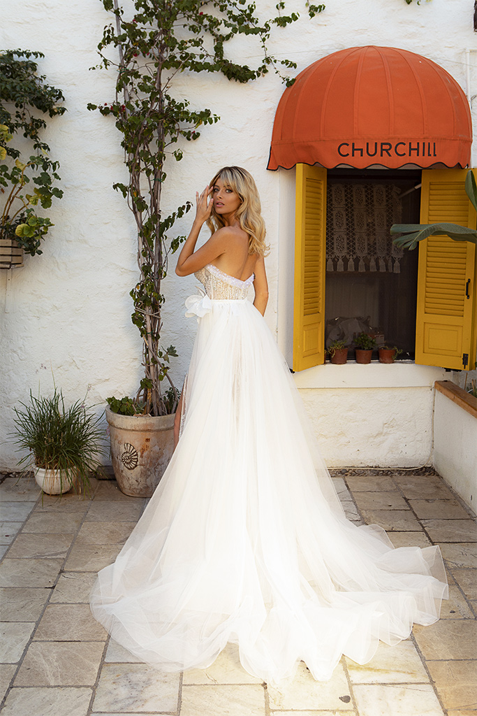 Wedding dresses Ruth Silhouette  Fitted  Color  Ivory-blush  Neckline  Sweetheart  Sleeves  Sleeveless  Train  Detachable train  With train - foto 3