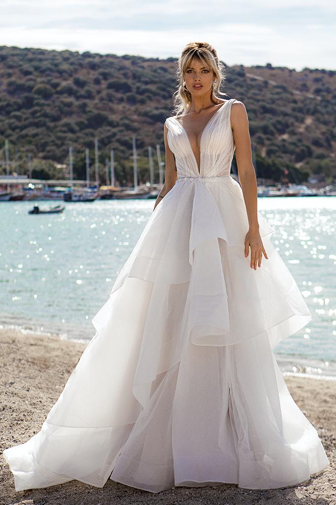 Wedding dresses Serena Silhouette  A Line  Color  Ivory-blush  Neckline  Portrait (V-neck)  Sleeves  Wide straps  Train  With train - foto 5
