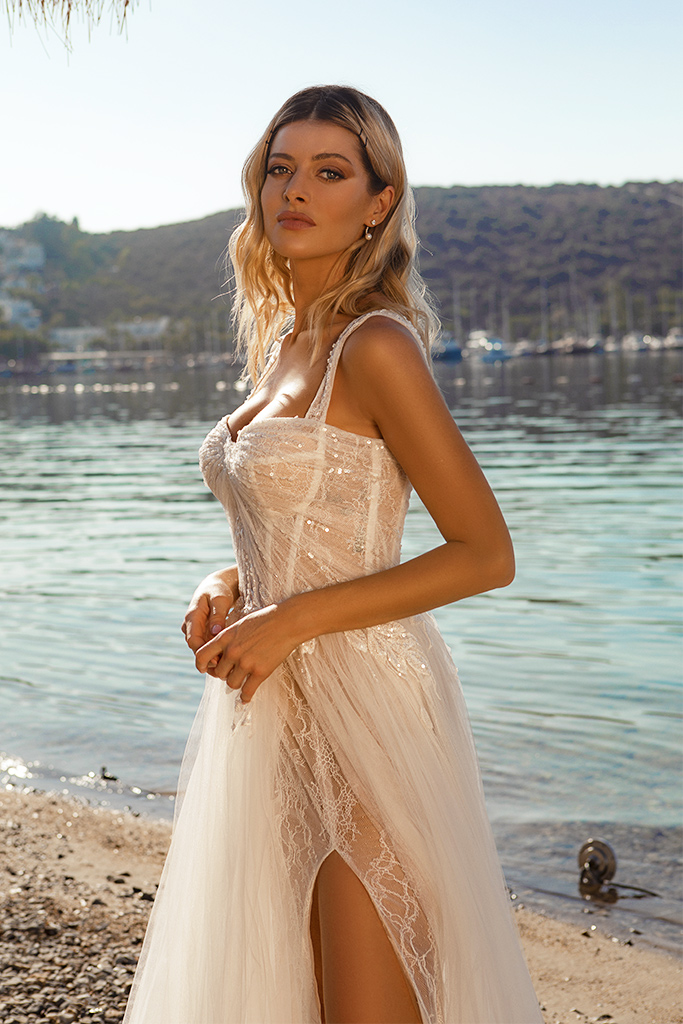 Wedding dresses Sia Silhouette  A Line  Color  Ivory-blush  Neckline  Sweetheart  Sleeves  Wide straps  Train  With train - foto 4