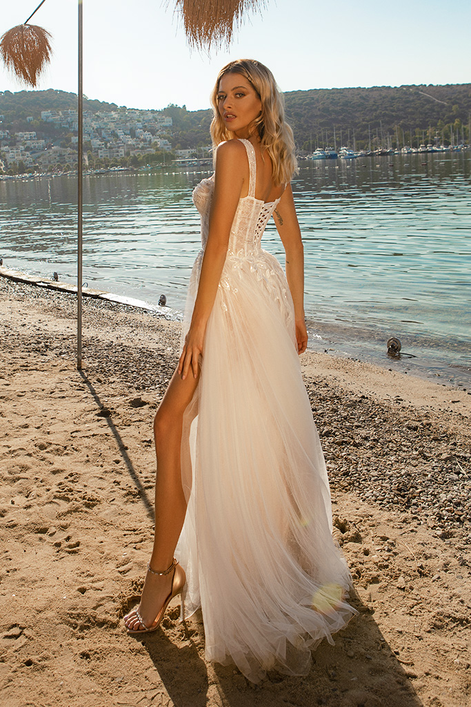Wedding dresses Sia Silhouette  A Line  Color  Ivory-blush  Neckline  Sweetheart  Sleeves  Wide straps  Train  With train - foto 3