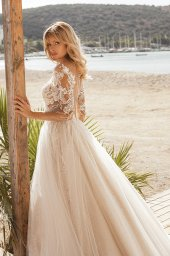 Wedding dresses Tayana Silhouette  A Line  Color  Blush  Neckline  Portrait (V-neck)  Sleeves  Long Sleeves  Train  With train - foto 4
