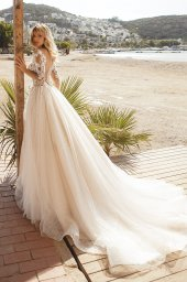 Wedding dresses Tayana Silhouette  A Line  Color  Blush  Neckline  Portrait (V-neck)  Sleeves  Long Sleeves  Train  With train - foto 3