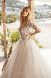 Wedding dresses Tayana Silhouette  A Line  Color  Blush  Neckline  Portrait (V-neck)  Sleeves  Long Sleeves  Train  With train - foto 5