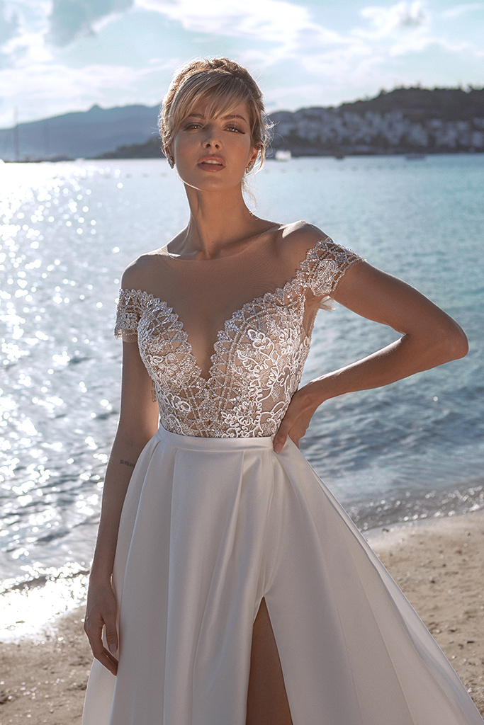 Wedding dresses Temmie Silhouette  A Line  Color  Ivory  Neckline  Scoop  Sleeves  T-Shirt  Train  With train - foto 2