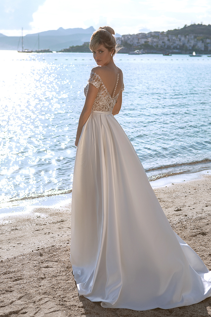 Wedding dresses Temmie Silhouette  A Line  Color  Ivory  Neckline  Scoop  Sleeves  T-Shirt  Train  With train - foto 4