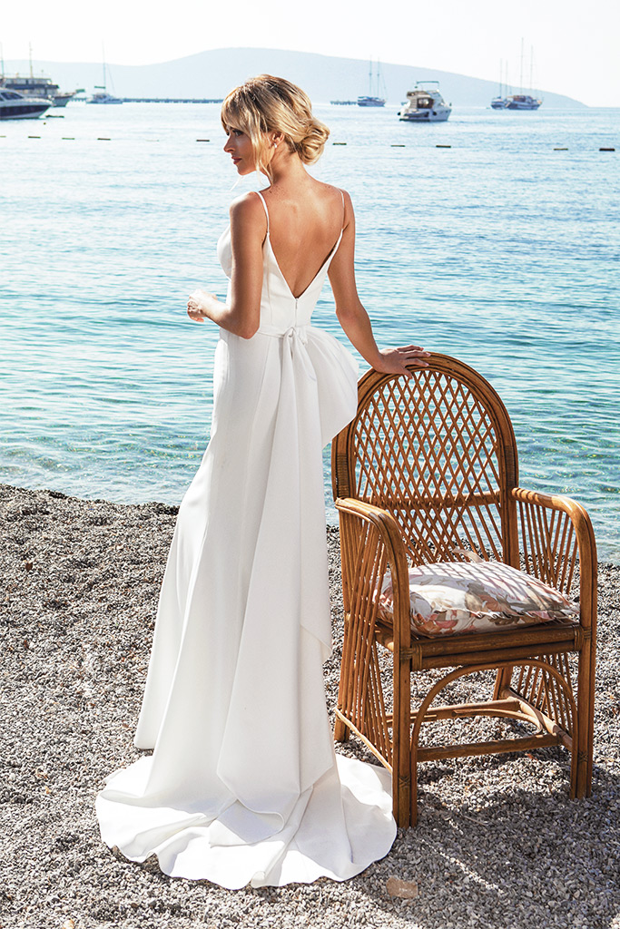 Wedding dresses Tina Silhouette  Fitted  Color  Ivory  Neckline  Portrait (V-neck)  Sleeves  Spaghetti Straps  Train  With train - foto 3