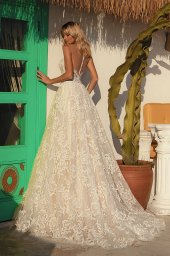 Wedding dresses Vittoria Silhouette  A Line  Color  Ivory-blush  Neckline  Sweetheart  Sleeves  Sleeveless  Train  With train - foto 3