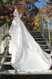 Wedding dresses Alicia Silhouette  A Line  Color  Ivory  Neckline  Sweetheart  Sleeves  Off the Shoulder Sleeves  Train  With train - foto 4