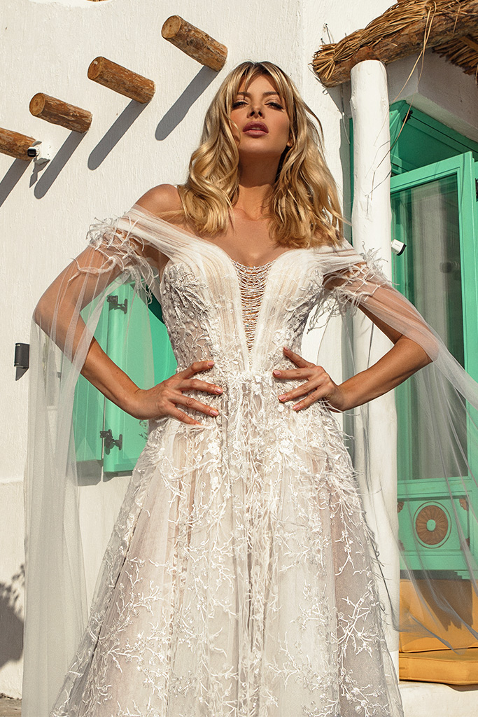 Wedding dresses Candice Silhouette  A Line  Color  Ivory-blush  Neckline  Sweetheart  Portrait (V-neck)  Sleeves  Detachable  Off the Shoulder Sleeves  Train  With train - foto 2