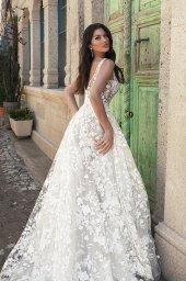 Wedding dresses Alina Silhouette  A Line  Color  Blush  Ivory  Neckline  Portrait (V-neck)  Sleeves  Wide straps  Train  With train - foto 7