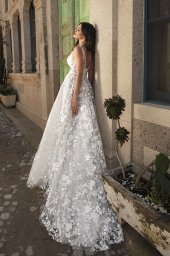 Wedding dresses Alina Silhouette  A Line  Color  Blush  Ivory  Neckline  Portrait (V-neck)  Sleeves  Wide straps  Train  With train - foto 5