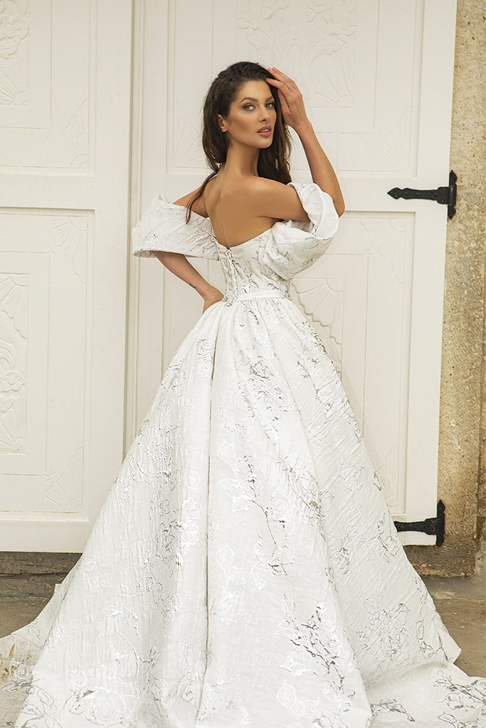 Wedding dresses Amalia Silhouette  A Line  Color  Ivory-silver  Neckline  Sweetheart  Sleeves  Off the Shoulder Sleeves  Train  With train - foto 2