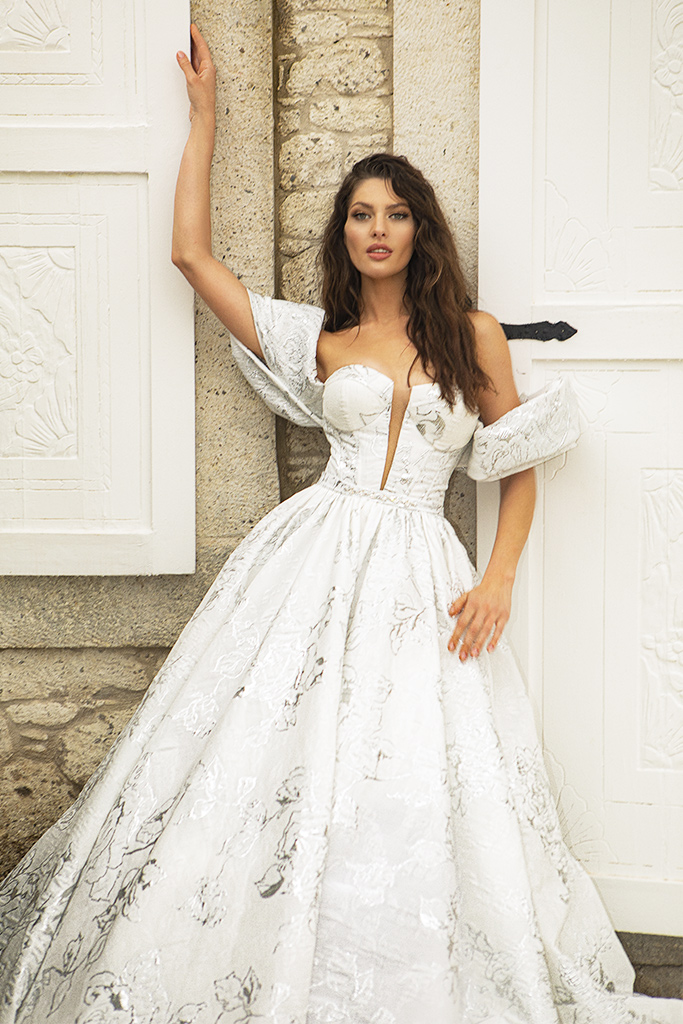 Wedding dresses Amalia Silhouette  A Line  Color  Silver  Ivory  Neckline  Sweetheart  Sleeves  Off the Shoulder Sleeves  Train  With train - foto 2