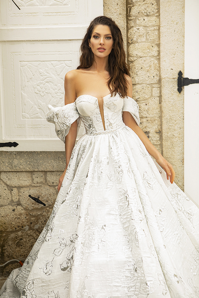 Wedding dresses Amalia Silhouette  A Line  Color  Ivory-silver  Neckline  Sweetheart  Sleeves  Off the Shoulder Sleeves  Train  With train - foto 4
