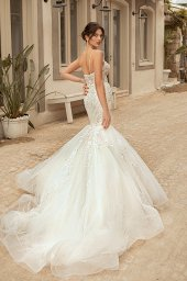 Wedding dresses Aurora Silhouette  Fitted  Color  Ivory  Neckline  Sweetheart  Sleeves  Sleeveless  Train  With train - foto 2