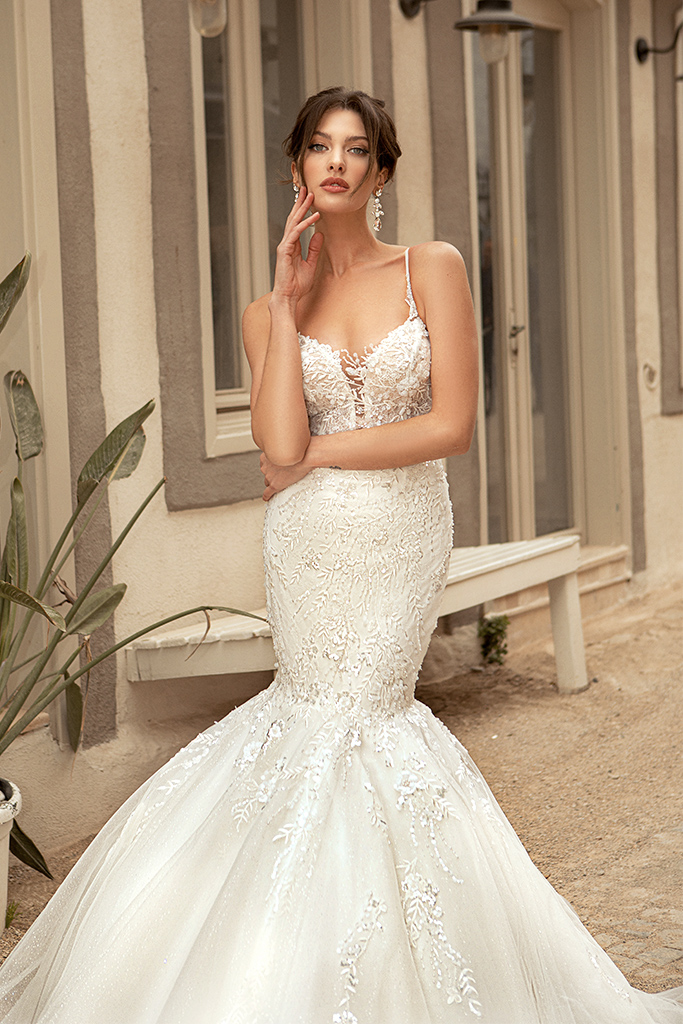 Wedding dresses Aurora Silhouette  Fitted  Color  Ivory  Neckline  Sweetheart  Sleeves  Sleeveless  Train  With train - foto 4