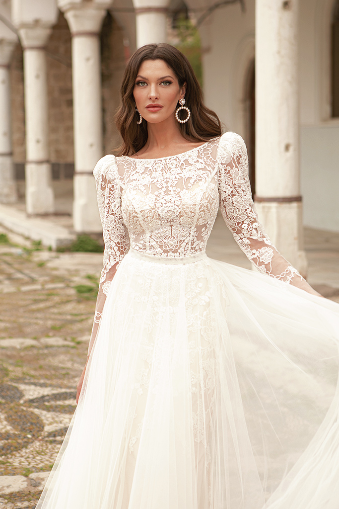 Wedding dresses Luisa Silhouette  A Line  Color  Ivory-blush  Neckline  Scoop  Sleeves  Long Sleeves  Train  With train - foto 2
