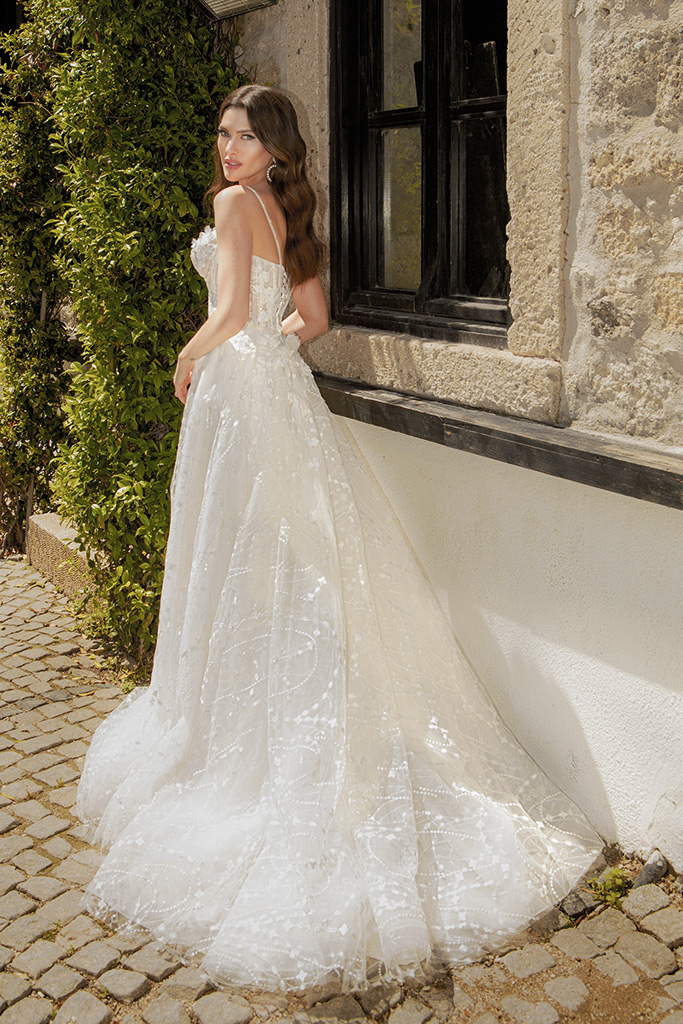 Wedding dresses Mika Silhouette  A Line  Color  Ivory  Neckline  Sweetheart  Sleeves  Spaghetti Straps  Train  With train - foto 3