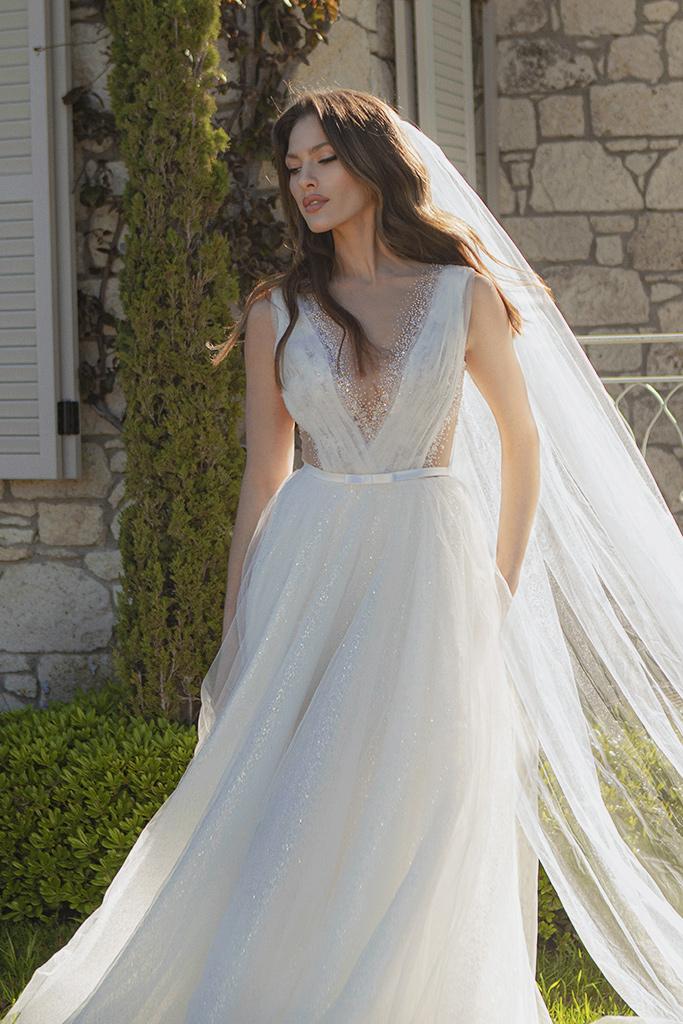 Wedding dresses Primavera Silhouette  A Line  Color  Ivory  Neckline  Portrait (V-neck)  Sleeves  Sleeveless  Train  With train - foto 5