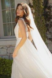 Wedding dresses Primavera Silhouette  A Line  Color  Ivory  Neckline  Portrait (V-neck)  Sleeves  Sleeveless  Train  With train - foto 4