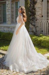 Wedding dresses Primavera Silhouette  A Line  Color  Ivory  Neckline  Portrait (V-neck)  Sleeves  Sleeveless  Train  With train - foto 3
