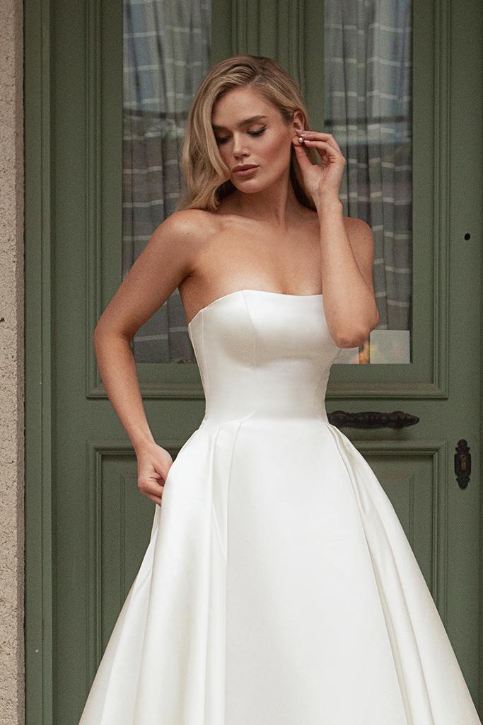 Wedding dresses Tesora Silhouette  A Line  Color  Ivory  Neckline  Straight  Sleeves  Sleeveless  Train  With train - foto 2