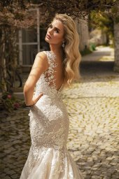 Wedding dresses Abigale Silhouette  Fitted  Color  Blush  Ivory  Neckline  Portrait (V-neck)  Sleeves  Wide straps  Train  With train - foto 2