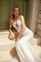 Wedding dresses Abigale Silhouette  Fitted  Color  Blush  Ivory  Neckline  Portrait (V-neck)  Sleeves  Wide straps  Train  With train - foto 5