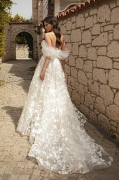 Wedding dresses Bellaflore Silhouette  A Line  Color  Ivory  Neckline  Sweetheart  Sleeves  Off the Shoulder Sleeves  Train  With train - foto 4