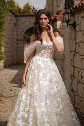 Wedding dresses Bellaflore Silhouette  A Line  Color  Ivory  Neckline  Sweetheart  Sleeves  Off the Shoulder Sleeves  Train  With train - foto 3
