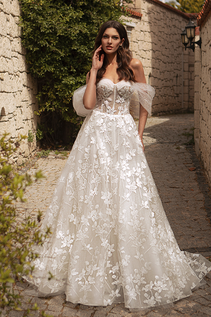 Wedding dresses Bellaflore Silhouette  A Line  Color  Ivory  Neckline  Sweetheart  Sleeves  Off the Shoulder Sleeves  Train  With train - foto 2